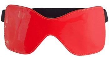 Красная лаковая маска на резиночке