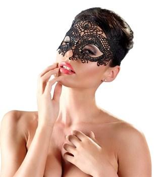 Великолепная черная маска из тонкой затейливой вышивки