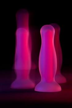 Розовая, светящаяся в темноте анальная втулка Cain Glow - 10 см.