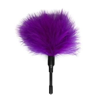 Фиолетовый мини-тиклер с перышками - 17 см.