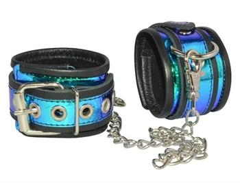 Черные оковы с синей голографической отделкой