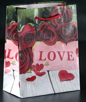 Маленький подарочный пакет  Love  - 15 х 12 см.