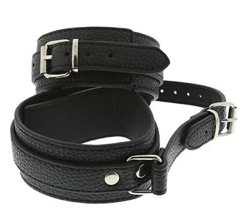 Черные оковы ANKLE CUFFS WITH CONNECTION STRAP