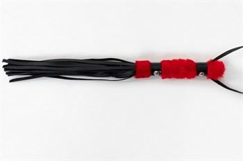 Многохвостовый черный лаковый флогер с красной ручкой - 44 см.