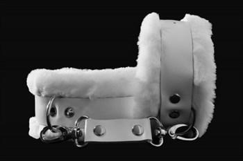 Белые наручники из натуральной кожи с нежным мехом