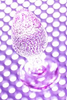 Фиолетовая акриловая анальная втулка - 8 см.
