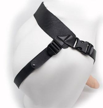 Пустотелый фаллопротез-реалистик на ремешках с заклепками - 17 см.