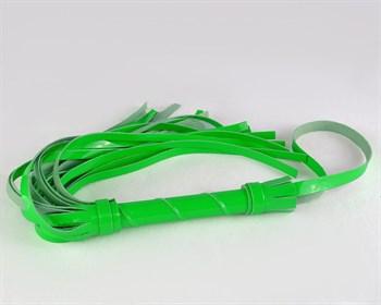Салатовая гладкая многохвостая лаковая плеть - 40 см.