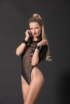 Черные наручники PREMIUM HANDCUFF WITH HOOK с золотистой перемычкой
