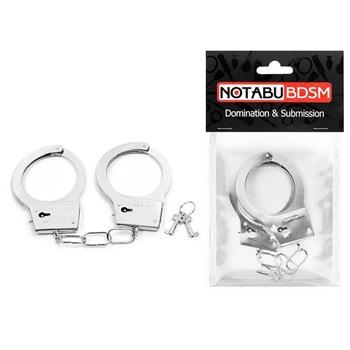 Серебристые металлические наручники на сцепке с фигурными ключиками
