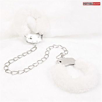 Белые меховые оковы на сцепке с ключиками