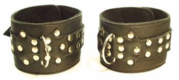 Комплект кожаных БДСМ-аксессуаров с клёпками