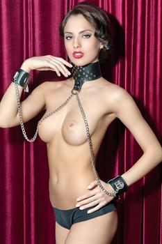 Чёрный кожаный ошейник с наручниками