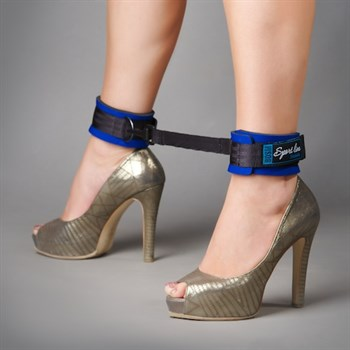 Сине-чёрные оковы на ноги из неопрена