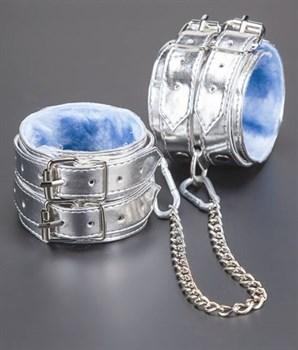 Серебристые оковы с мехом