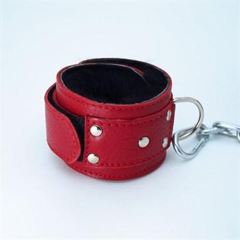 Красные кожаные наручники с меховым подкладом