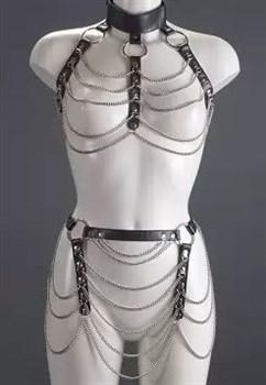 Женский комплект с цепочками: топ и юбка