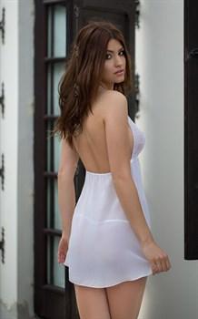 Очаровательная сорочка Irina с кружевным лифом и разрезом