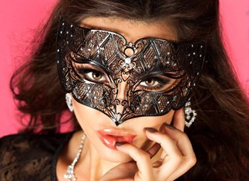 {{photo.Alt || photo.Description || 'Изысканная маска'}}