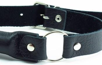 Черный кожаный кляп-трензель на кольцах