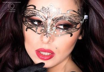 Изысканная ажурная маска
