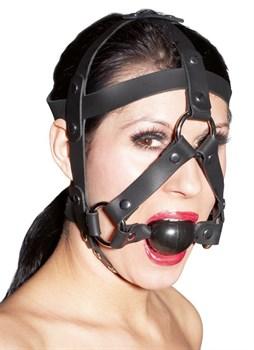 Черная маска из кожи с кляпом в форме шарика
