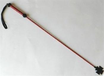 Плетеный длинный красный лаковый стек с наконечником-крестом - 85 см.