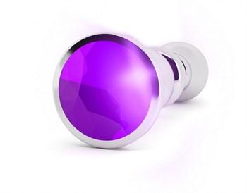 Серебристая фигурная анальная пробка с фиолетовым кристаллом - 14 см.