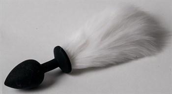 Черная силиконовая анальная пробка с белым хвостиком