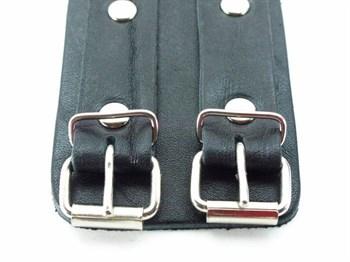 Широкие черные наручники с двумя ремешками