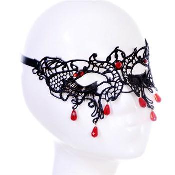 Роскошная кружевная маска с бусинами