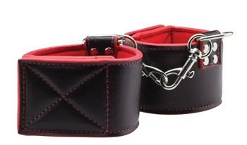Чёрно-красные двусторонние оковы на ноги Reversible Ankle Cuffs