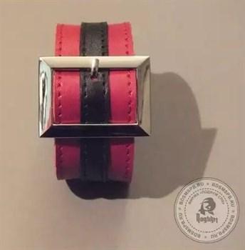 Красно-чёрный браслет с прямоугольной пряжкой