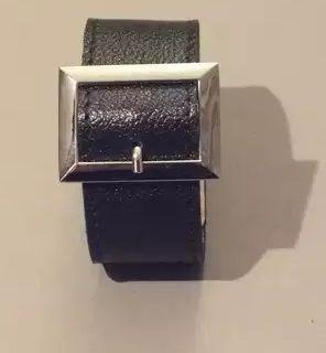 Чёрный браслет с квадратной пряжкой