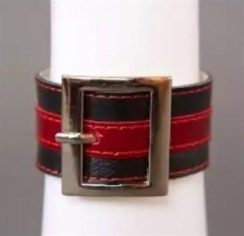 Чёрно-красный браслет с квадратной пряжкой
