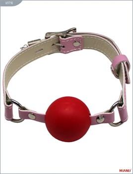 Красный пластиковый кляп-шар с фиксацией розовыми ремешками