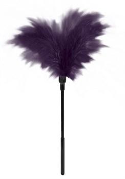 Пластиковая метелочка с фиолетовыми пёрышками Small Feather Tickler - 32 см.