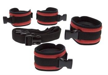 Красно-чёрные регулируемые мягкие манжеты на запястья и лодыжки с длинной мягкой крестовиной