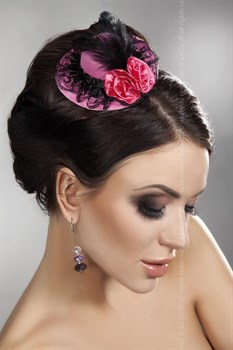 Розовая мини-шляпка с кружевом и цветами