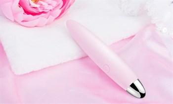 Розовый компактный вибростимулятор клитора Daisy - 12,5 см.