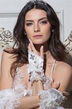 Перчатки-митенки Miss Angelina с роскошной отделкой кружевами и стразами