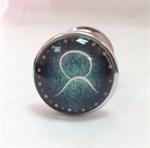 Серебристая анальная пробка с зеленым кристаллом и знаком зодиака - Телец - фото 221275