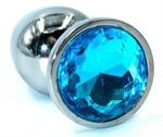 Серебристая анальная пробка среднего размера с голубым стразом - 8 см.  - фото 222553