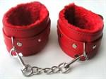Красные оковы на цепочке с карабинами - фото 178280