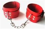 Красные оковы на ноги на цепочке с карабинами - фото 253918