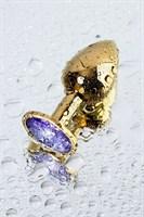 Золотистая коническая анальная пробка с фиолетовым кристаллом - 7 см. - фото 55659