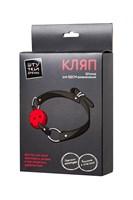 Красный кляп-шарик на черном регулируемом ремешке - фото 170247