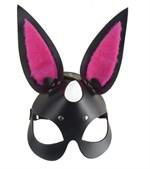 Черная маска  Зайка  с розовыми меховыми вставками - фото 171792