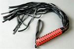 Флоггер с красной плетенной ручкой - фото 13054