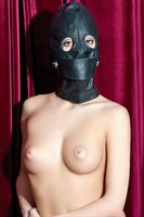 Чёрная кожаная маска с прорезями для глаз - фото 1654269
